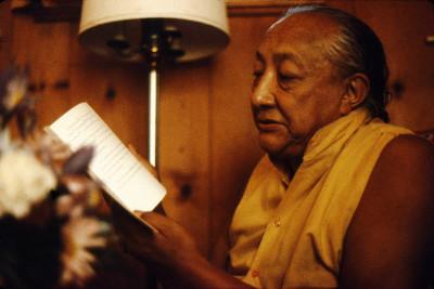 དིལ་མགོ་མཁྱེན་བརྩེ་ HH Dilgo Khyentse Rinpoche reading at Sakya Ward St Center Seattle Washington USA 1976