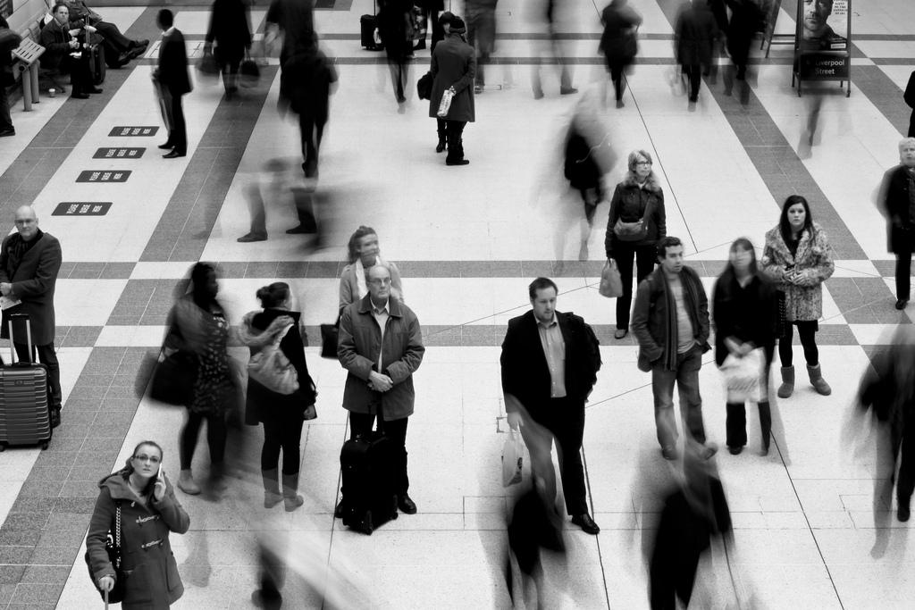 通勤時間を時給換算すると、月収25万円の人で往復2,976円の浪費